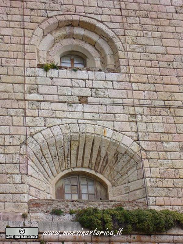 lanterna, particolare delle finestre strombate