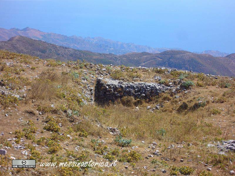 i ruderi di una delle abitazioni bizantine ancora visibili sul Monte.