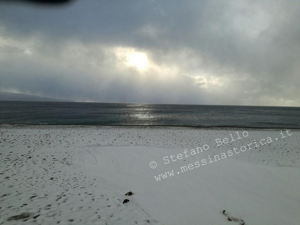 la spiaggia di itala marina innevata